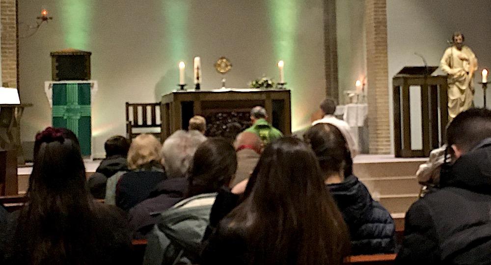 LifeTeen-viering met aanbidding in de St. Josephkerk