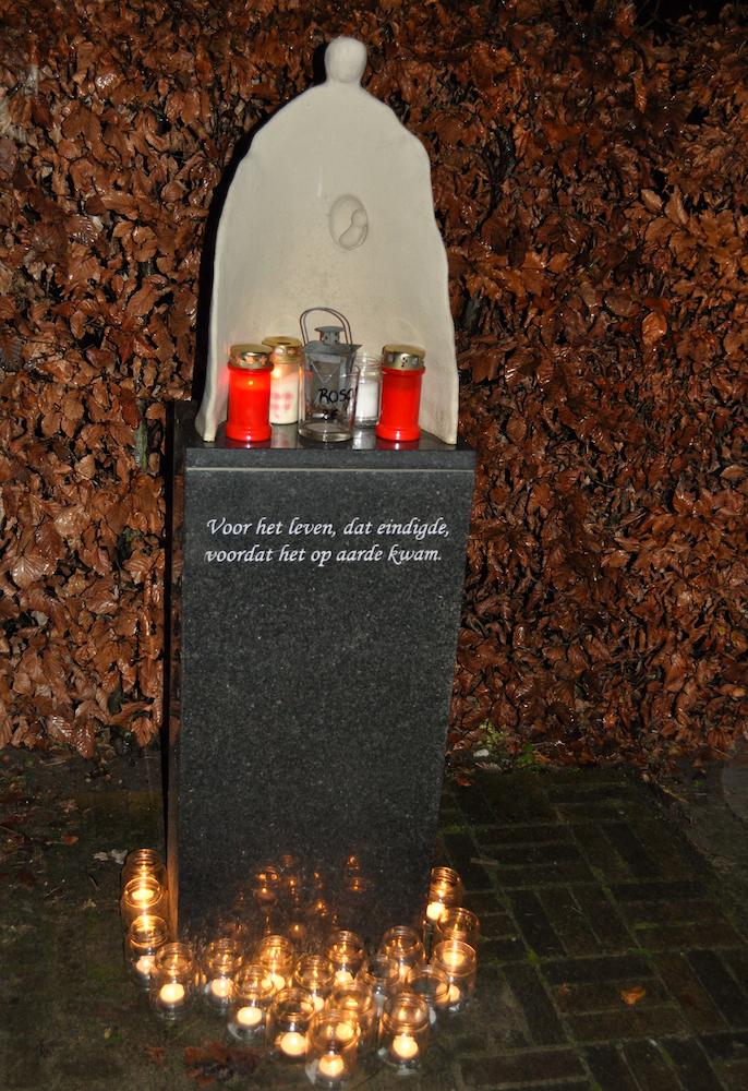 Wereldlichtjesdag: Monument voor overleden kinderen